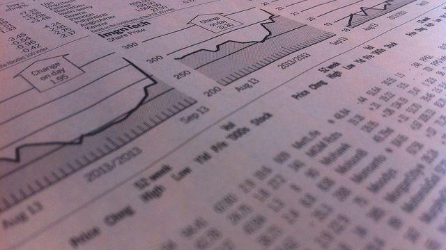 aktiekurser-med-grafer-tidning.jpg