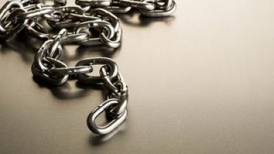 metal-chain-by-philipe-put.jpg
