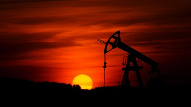 produktion-av-olja-siluett.jpg