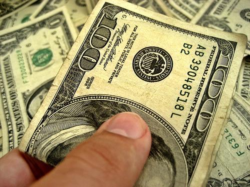 Pengar i form av dollar-sedlar