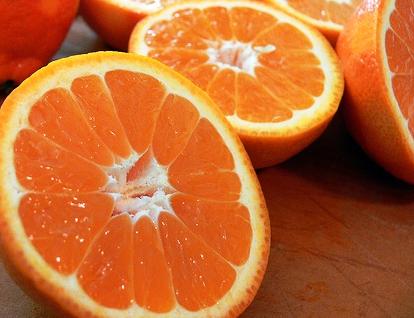 Friska apelsiner uppskurna