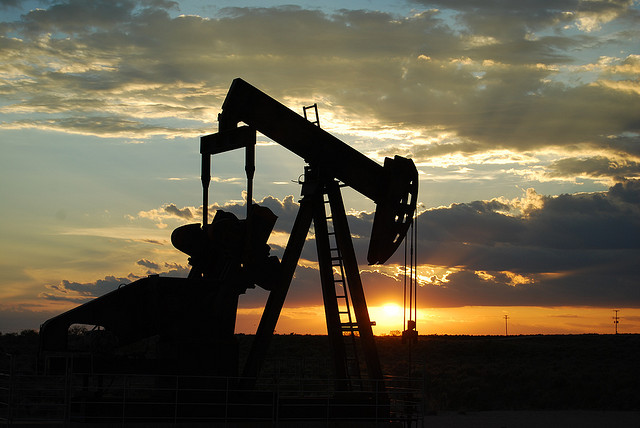 Olja pumpas på kvällen