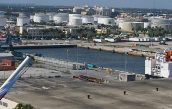 De amerikanska oljelagren överstiger snart 400 miljoner fat