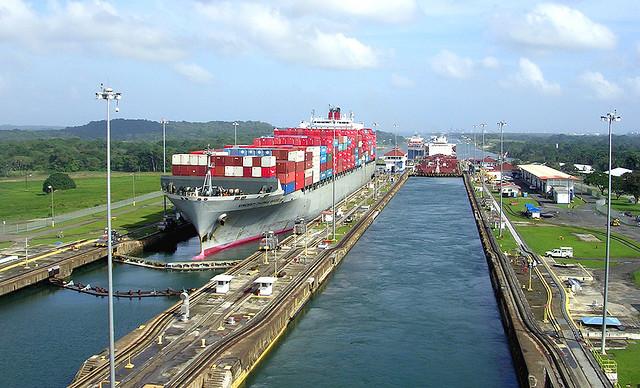 Panamax-fartyg i Panamakanalen