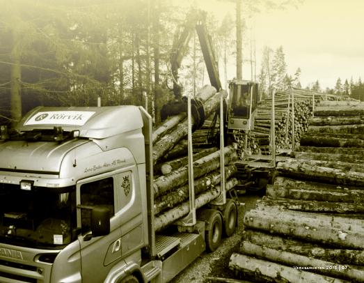 Rörvik Timber lastar timmer