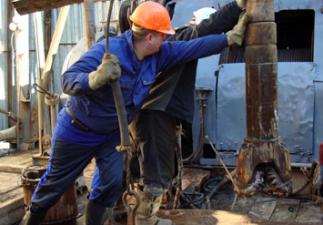 Producenterna fortsätter pumpa upp olja