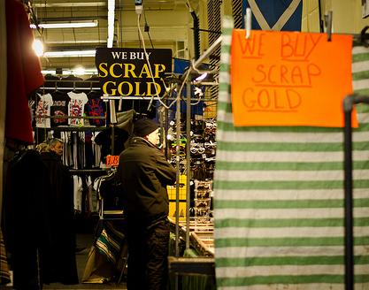 Säljare hos uppköpare av skrotguld