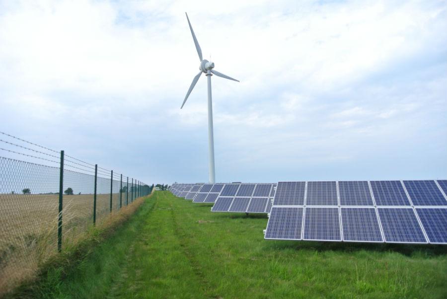 Solceller och vindkraftverk
