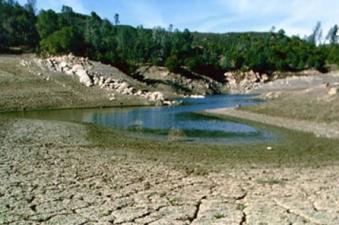 Kalifornien kräver att vattenanvändandet minskar med en fjärdedel