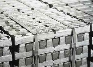 Tackor av zink redo för råvarumarknaden